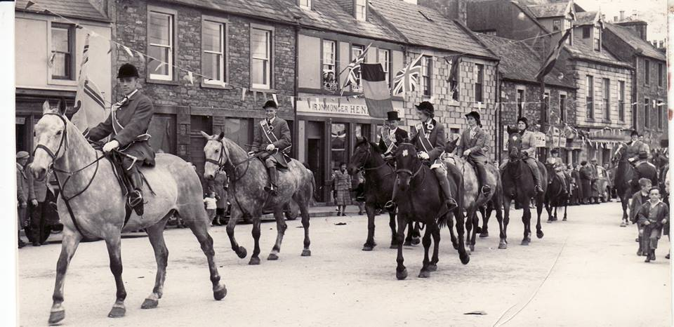 Black and White photo of horses ridng through Wigtown in the 1950s